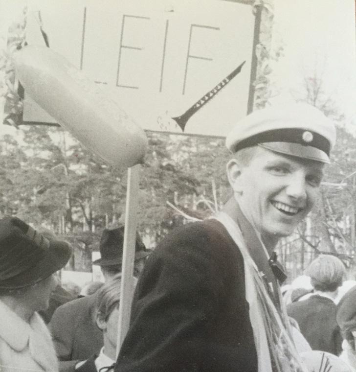 1966 tog jag studenten. Ett lyckligt ögonblick i livet som jag är stolt över. Det var ingen självklarhet då.